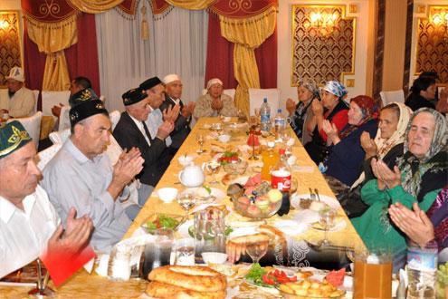 Bişkek'te Uygur Türkleri Resimleri ile ilgili görsel sonucu